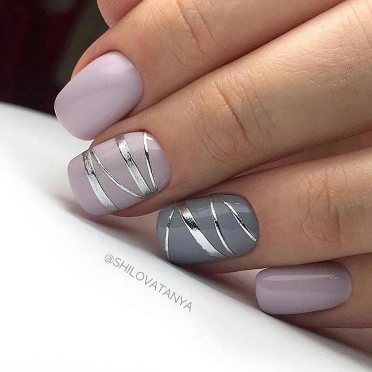 Маникюр с серебряными полосками