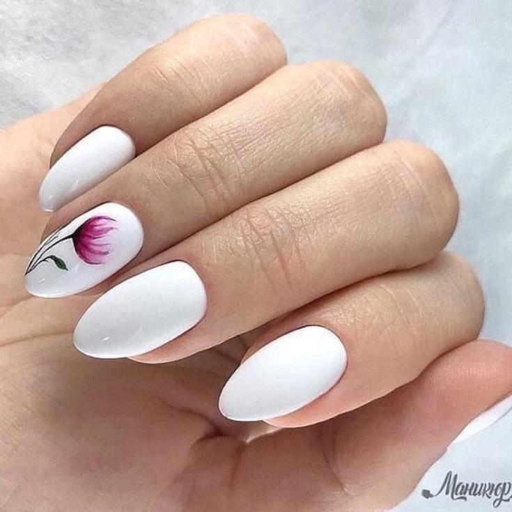 Белый весенний маникюр