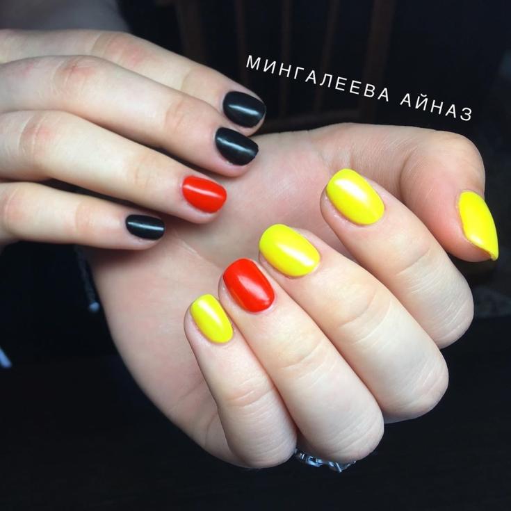 Маникюр жёлтый с красным