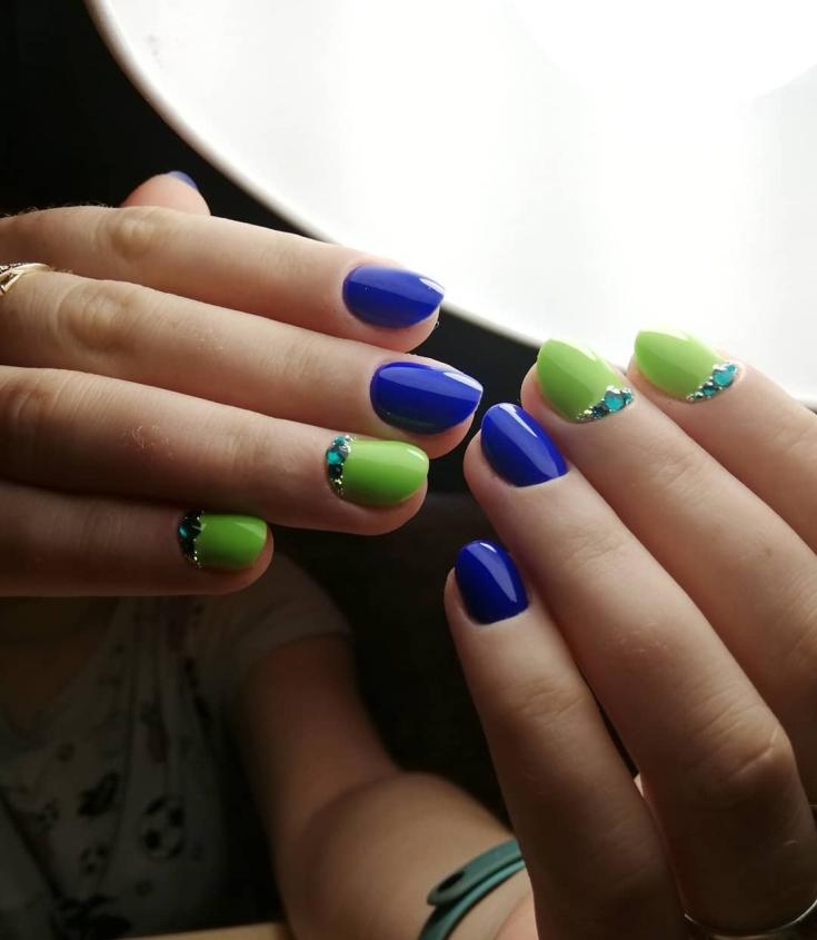 Маникюр зелёный с синим