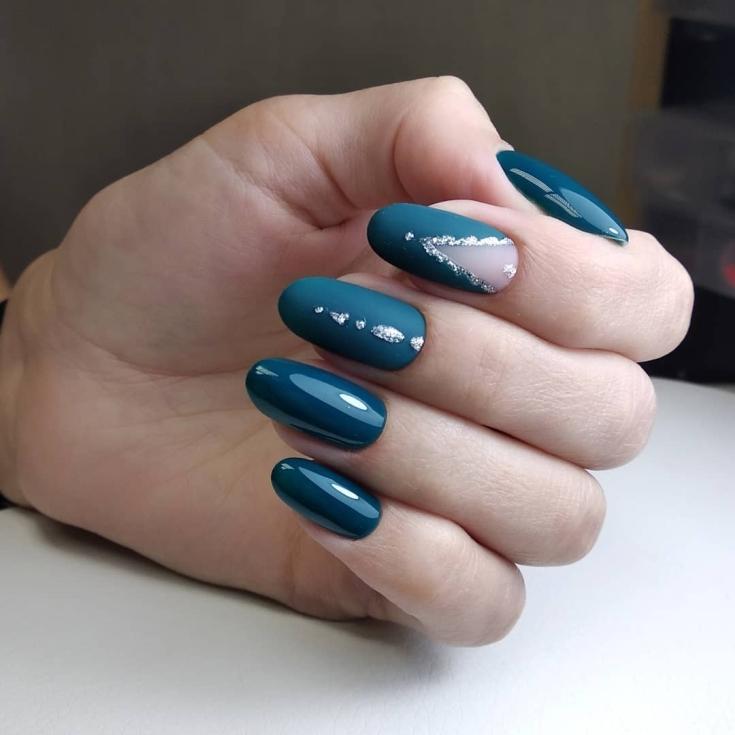 Летний маникюр на миндальную форму ногтей