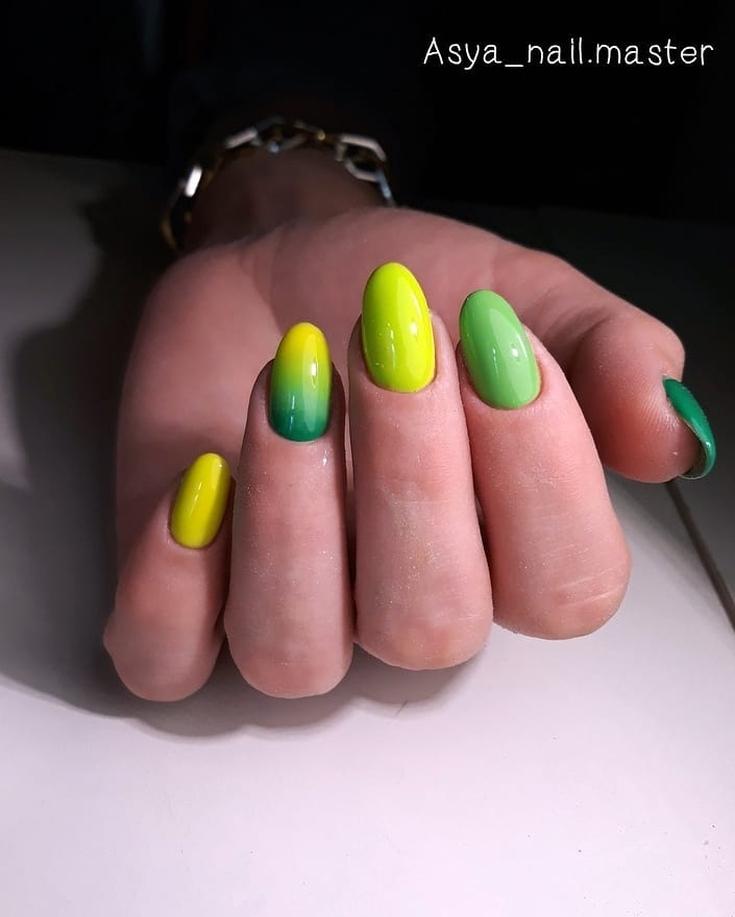 Зелёный маникюр градиент
