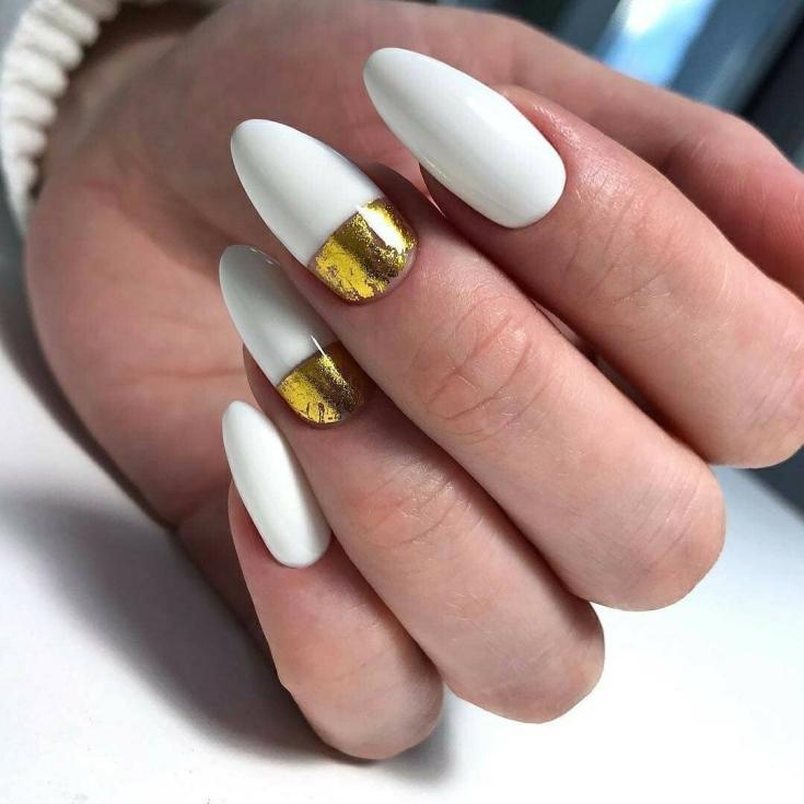 2021 Бело-золотой маникюр