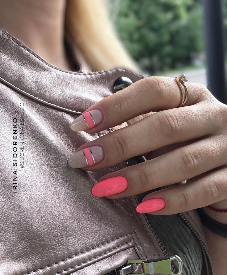 Неоновый розовый маникюр