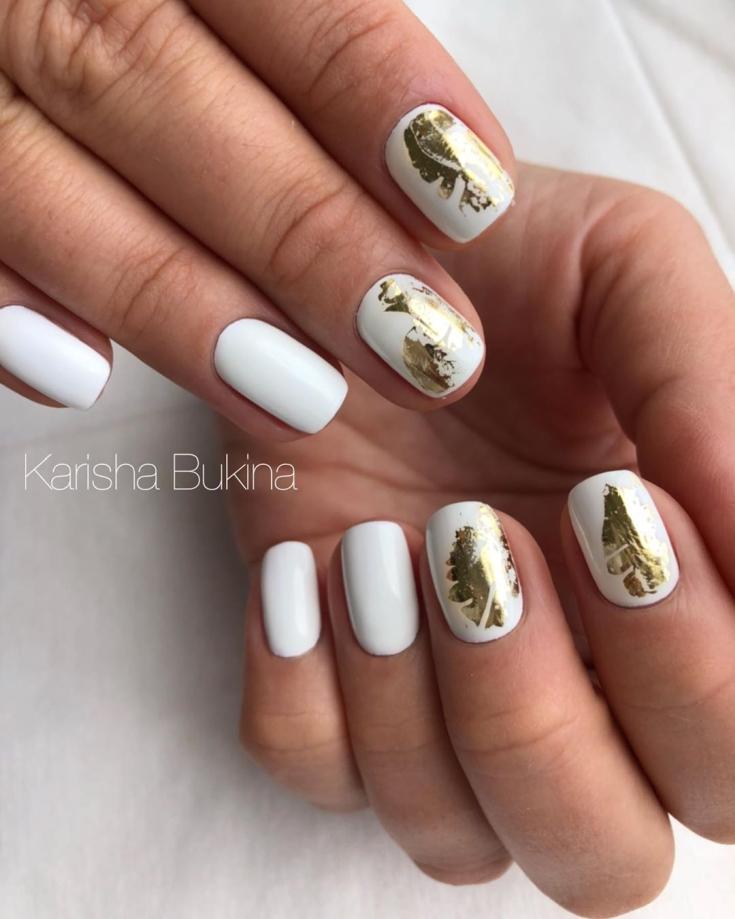 Бело-золотой маникюр