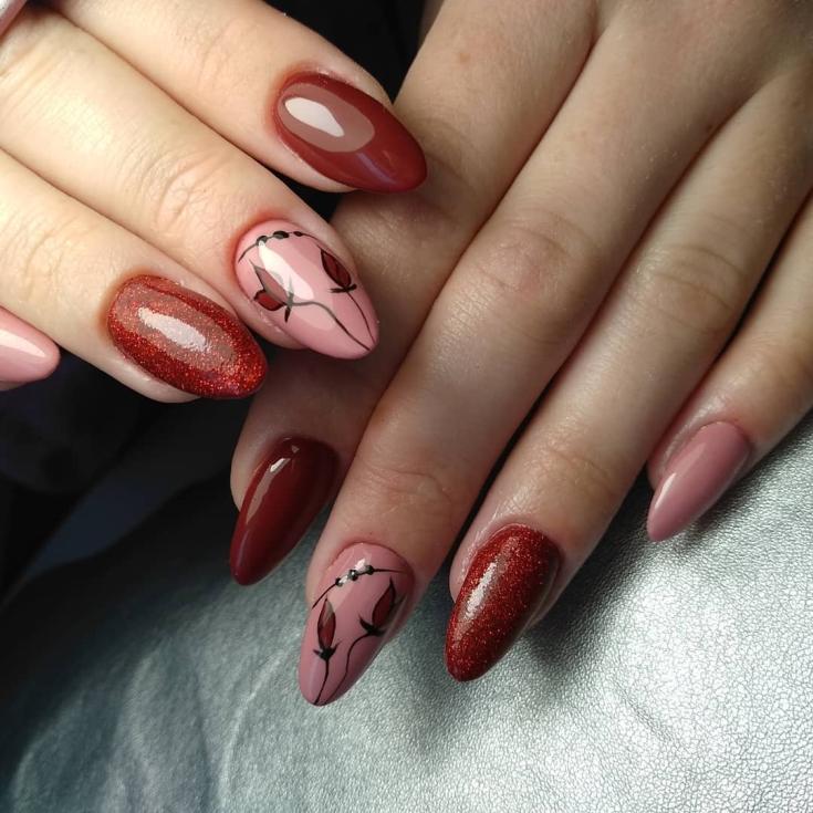 Маникюр бордовый с розовым