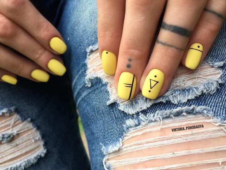 Жёлтый матовый маникюр
