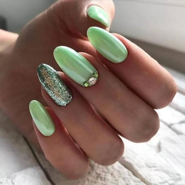 2021 Маникюр зелёный с серым