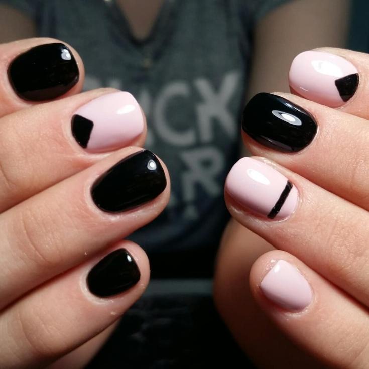 Чёрный короткий маникюр