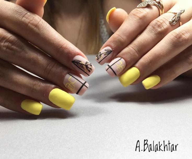Жёлтый маникюр на квадратные ногти