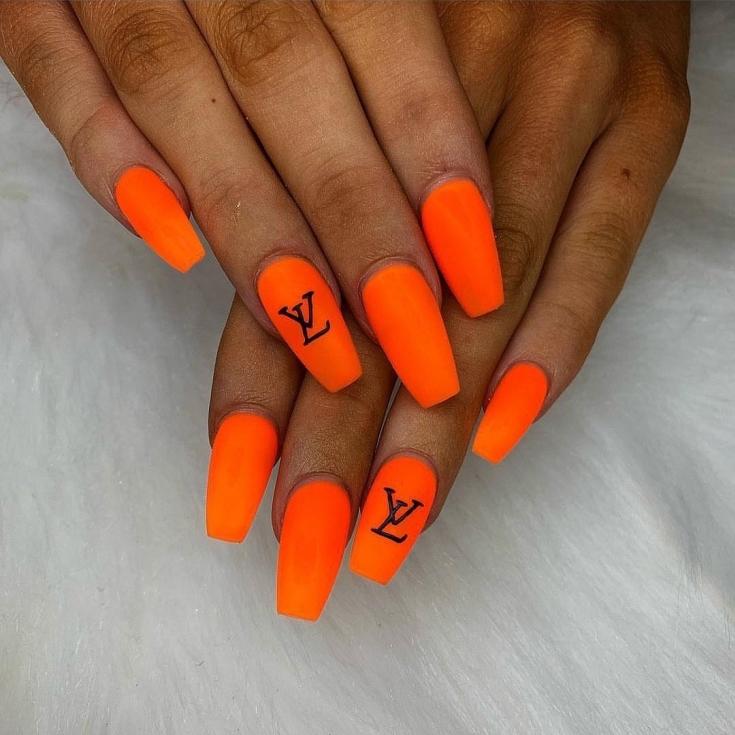 Неоновый оранжевый маникюр