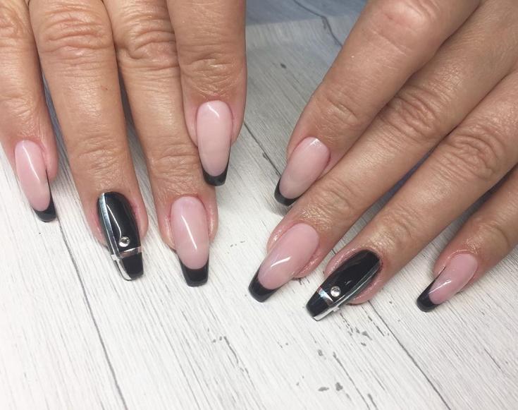 Черный французкий маникюр на ногтях модниц