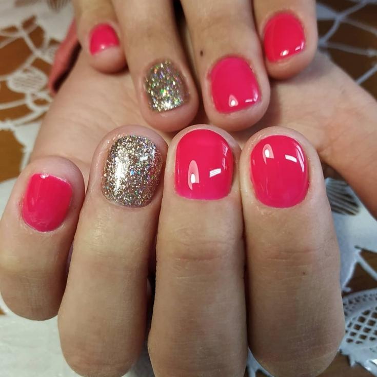 Розовый с золотым маникюр
