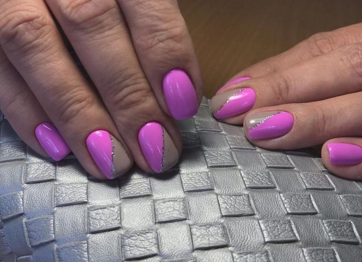 Розовый с серым маникюр