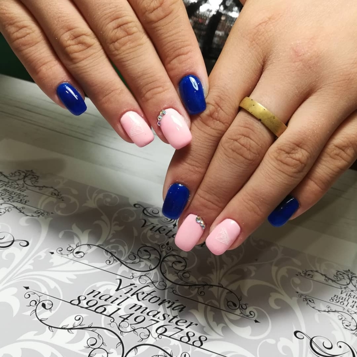 Розовый с синим маникюр