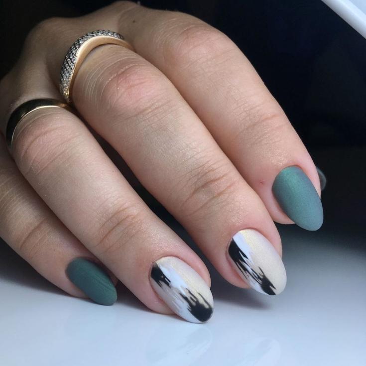 Серый короткий маникюр