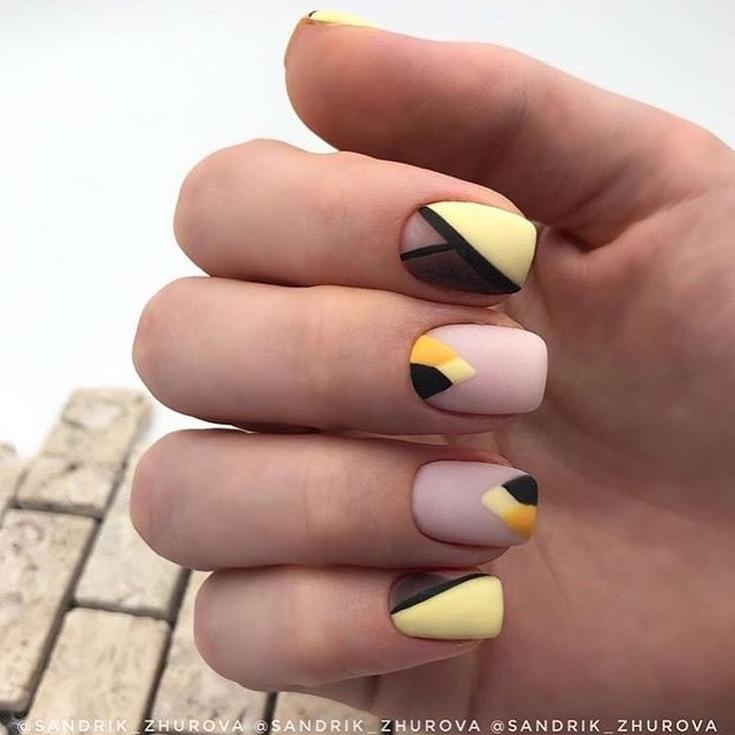 2021 Маникюр жёлтый френч