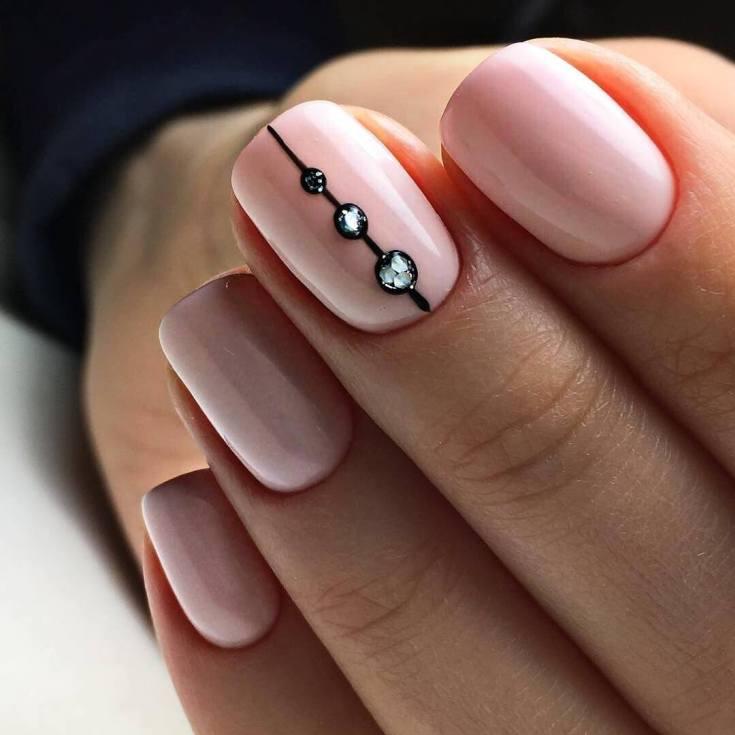 Маникюр лето 2021 на короткие ногти квадратной формы