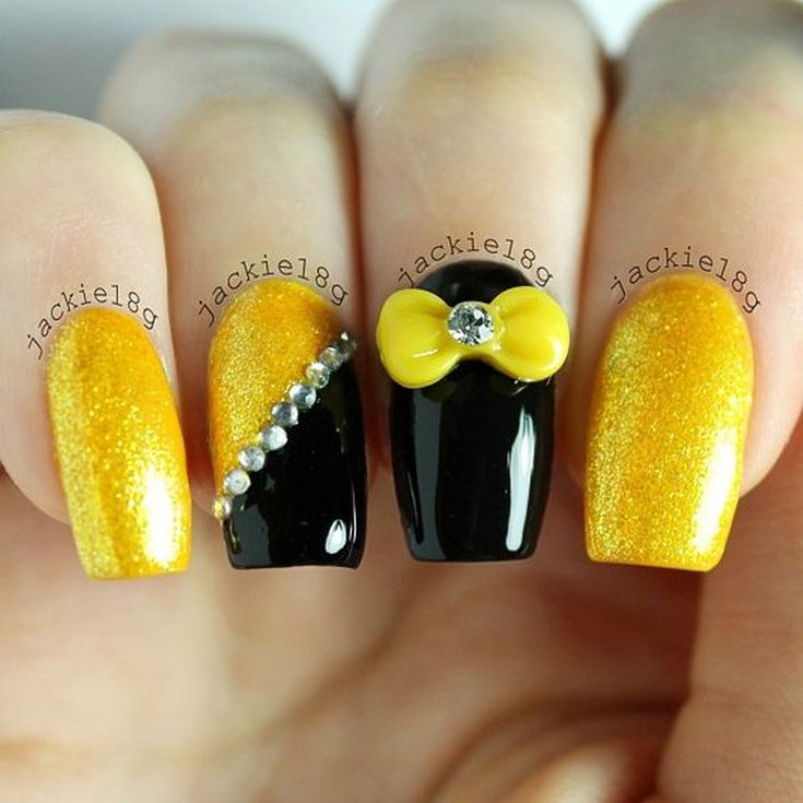 Маникюр жёлтый с чёрным