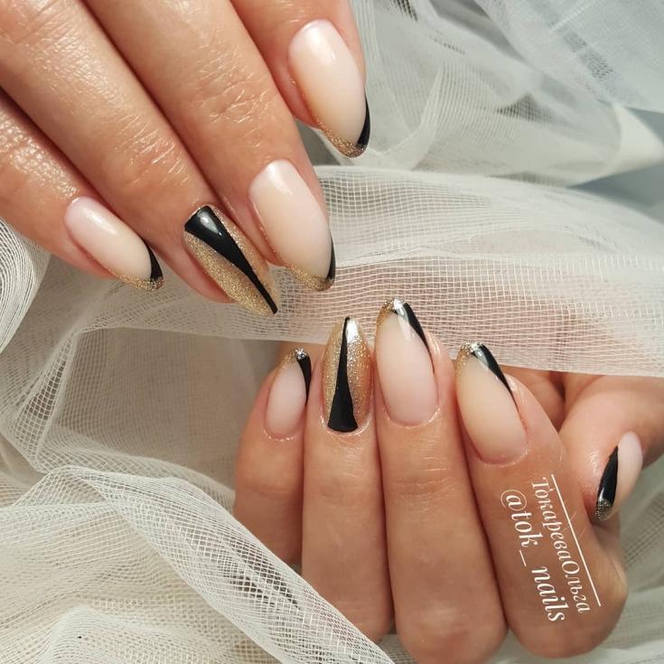 Чёрно-золотой с нюдовым свадебный маникюр френч на длинный миндаль
