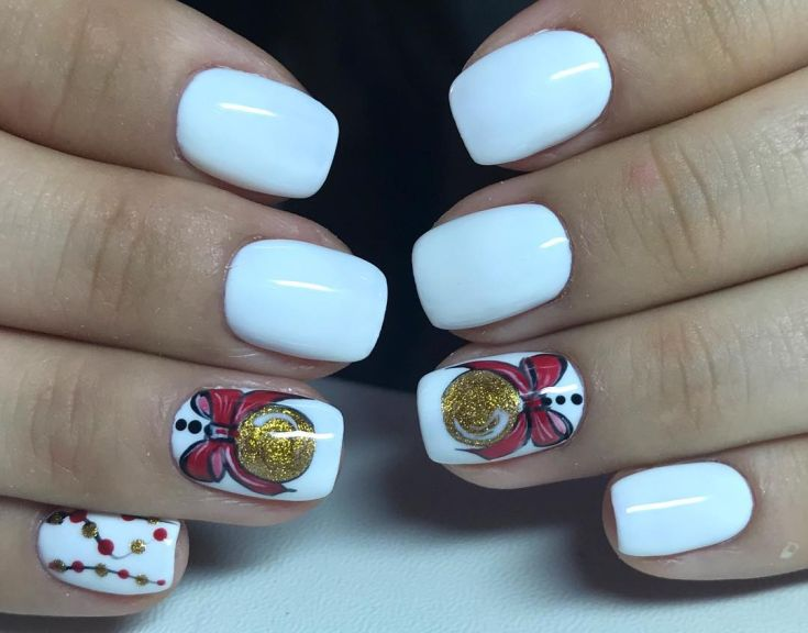 ёлочные шары на ногтях