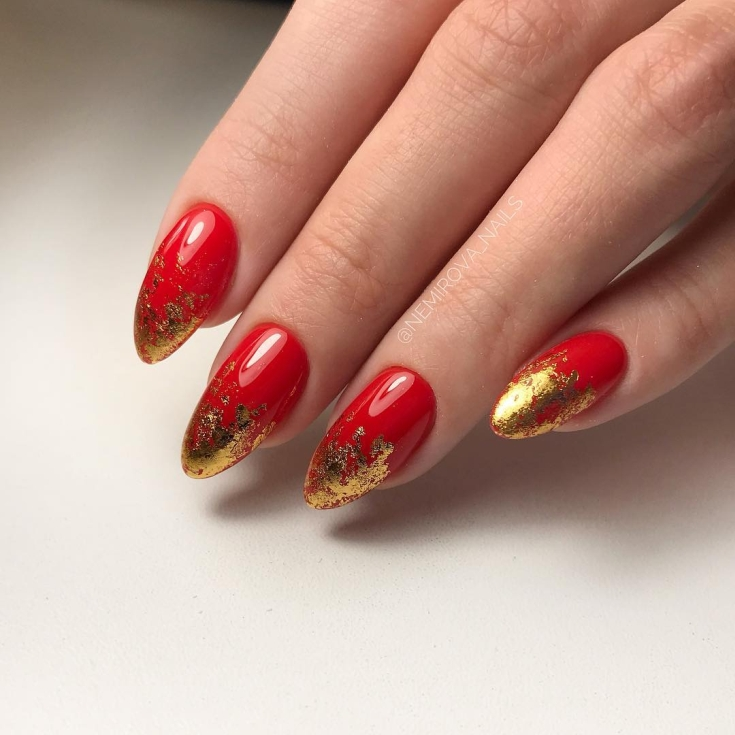 Маникюр в красно золотистых тонах